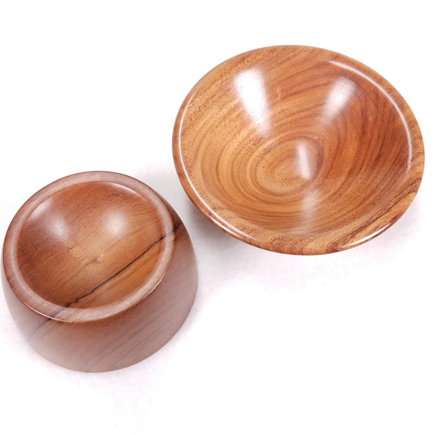 Some wood bowls have a dimple in the center (left) - and some don't (right) - so experiment to see which you prefer